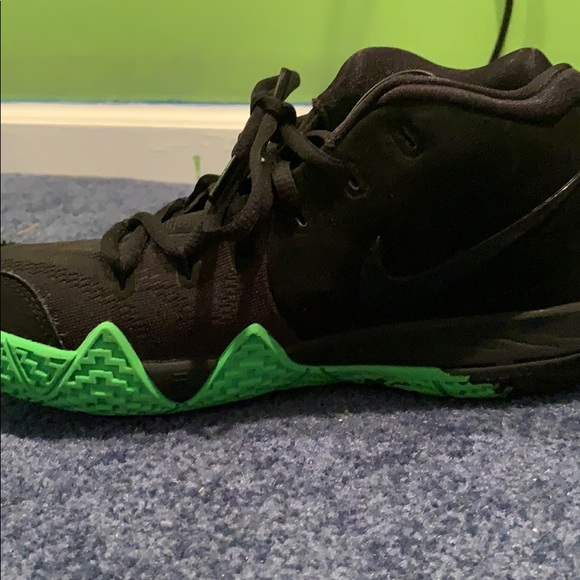 kyrie 4 size 4.5